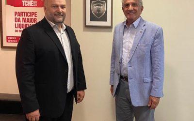 Presidente Vitor Augusto Koch recebe o fundador do CCG Saúde